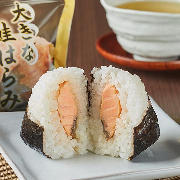 Image of 大きな鮭はらみおむすび